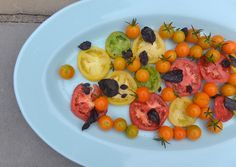 Athlete Food: Simple Heirloom Tomato and Basil Salad Tomato Salad, Tomato Basil, Low Carb Recipes, Vegan Recipes, Butternut Squash Fries, Summer Tomato, Heirloom Tomatoes, Meal Planning, Cravings