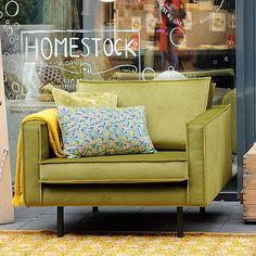 Deze Smart fluwelen fauteuil heeft een toffe groene kleur! Helemaal hot en een trend van dit jaar. Royale velvet 1,5 zits die super comfortabel is.