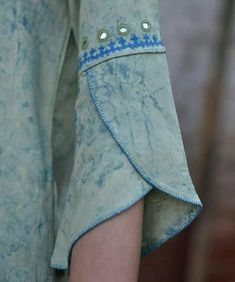 Neck Designs For Suits, Sleeves Designs For Dresses, Stylish Dress Designs, Blouse Neck Designs, Sleeve Designs For Kurtis, Kurti Back Neck Designs, Neck Patterns For Kurtis, Chudi Neck Designs, Kurti Patterns