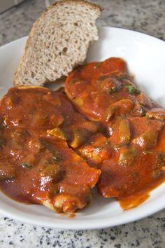 La CARNE ALLA PIZZAIOLA è una ricetta tradizionale napoletana veloce e gustosa; è un secondo piatto di carne che ricorda molto negli ingredienti la famosa pizza margherita (da cui il nome) ed è sano,