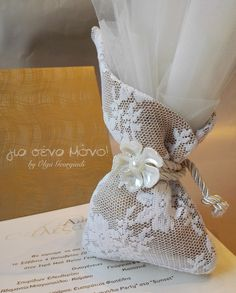 Wedding Favor Bags, Wedding Candy, Wedding Gifts, Burlap Crafts, Diy And Crafts, Lavender Bags, Silk Ribbon Embroidery, Wedding Decorations, Gift Wrapping