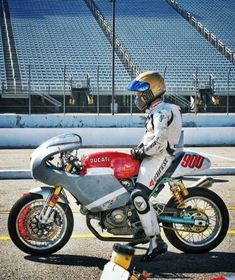 Ducati Sport Classic Paul Smart / Race Bike
