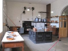 Tatton Park, Knutsford, Cheshire, England Old Kitchen, Kitchen Dining, Mansion Kitchen, Ideas Hogar, Historical Photos, Table, Cheshire England, Inspiration, Furniture