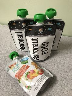 Space Food using a baby food pouch. - Cuchikind - Basteln mit Kindern - Space Food using a baby food pouch. Space Food using a baby food pouch. Space Crafts For Kids, Space Preschool, Space Games For Kids, Outer Space Party, Outer Space Theme, Galaxy Party, Nasa Party, Petits Bars, Space Food
