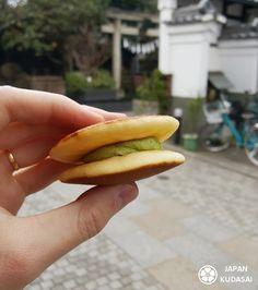 Pancake matcha dans la rue commerçante de Kawagoe Hot Dog Buns, Hot Dogs, Tokyo, Japanese Festival, Food Festival, Pancake, Matcha, Fine Dining, Green