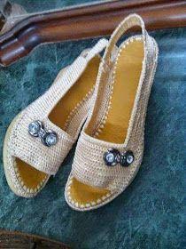 My Crochet: Renew Crochet Shoes shoes casuales cómodos de vestir deportivos hermosos hombre mujer vans Crochet Sandals, Crochet Boots, Crochet Slippers, Knit Crochet, Crochet Flip Flops, Yarn Bag, Shoe Crafts, Socks And Sandals, Fabric Shoes