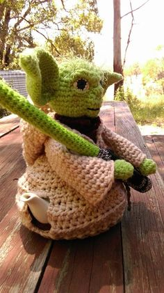 A Teapot It Is! Yoda tea cosy - spout side. Project information and pattern links here; http://www.ravelry.com/projects/LindaDavie/leahs-rose-tea-cosies-8