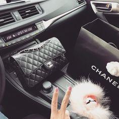 1,945 位关注者、已关注 801 人、 1,736 篇帖子 - 查看 Vicki 的 Instagram 照片和视频 (@vickykalyo) Fendi Bag Bugs, Fendi Bags, Chanel, Shoulder Bag, Classic, Instagram Posts, Fashion, Derby, Moda