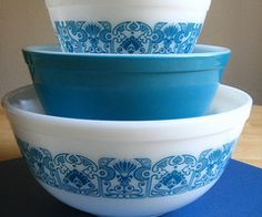 My new Pyrex mission.  I must have this set - Blue horizon!