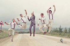30 Totally Fun Wedding Photo Ideas and Poses for Your Wedding Party ♥ WEDDING PHOTO INSPIRATION ♥ Groomsmen (1)