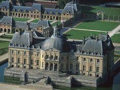 Photo of Château de Vaux le Vicomte - Maincy, Seine-et-Marne, France Louis Xiv, Roi Louis, Famous Buildings, Old Buildings, Vaux Le Vicomte, Louvre, Fantasy House, Beautiful Places, Around The Worlds