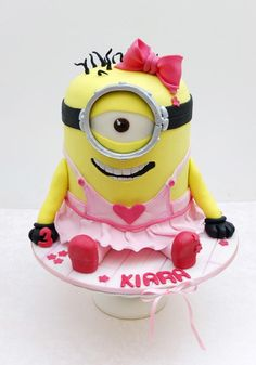 A place for people who love cake decorating. Despicable Me Cake, Minion Cookies, Minion Birthday, Birthday Cakes, Lane Cake, Girl Minion, Gravity Defying Cake, Funny Cake, Valentine Cake