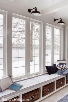 Kolejny post z serii 'Amerykański Dom i Wnętrze' - zobacz jak urządzić tradycyjne lub nowoczesne siedzisko przy oknie - zapraszam do intensywnego inspirowania się i do bloga Pani Dyrektor!