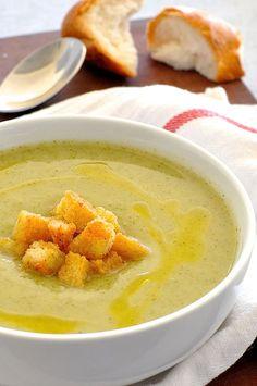 El brócoli cremosa sopa saludable | Comer RecipeTin