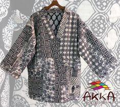 Veste Kimono à grand col  en coton gaudri patchwork noir et blanc à dessin géométriques by AkkaCreation on Etsy Black Kimono Jacket, Geometric Drawing, Paisley Design, White Outfits, Black Cotton, Creations, Black And White, Womens Fashion, Sleeves
