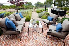 terrasses et jardins : salon et canapé en fer forgé par Mollywood Garden Design