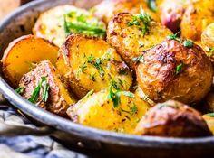 Masterchef star reveals the secret to cooking the perfect roast potatoes Unique Recipes, Quick Recipes, Easy Healthy Recipes, Quick Easy Meals, Easy Dinner Recipes, Gourmet Recipes, Breakfast Recipes, Ethnic Recipes, Perfect Roast Potatoes