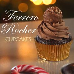 If you love Ferrero Rocher truffles, you are going to love these amazing cupcakes! Soft chocolate cupcakes filled with Nutella and hazelnuts and topped with . Cup Cake Nutella, Nutella Cupcakes, Gourmet Cupcakes, Nutella Frosting, Yummy Cupcakes, Snicker Cupcakes, Healthy Cupcakes, Love Cupcakes, Christmas Desserts