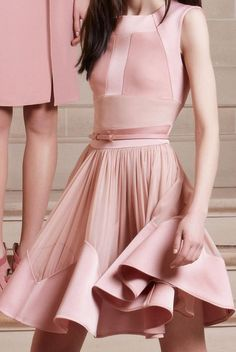 Details at Elie Saab Pre-Fall 2014 - swing skirts appeared full and some were worn with crinolines underneath to make them appear even fuller. Pink Fashion, Love Fashion, Runway Fashion, Fashion Dresses, Womens Fashion, Fashion Design, Elie Saab, Estilo Fashion, Ideias Fashion