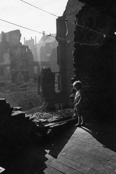 Photo © David Seymour/Magnum Photos  GERMANY. Essen. 1947. Boy in bombed building.