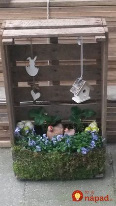 Who is already venturing on the spring decoration in the house? 10 wonderful fresh d Who is already venturing on the spring decoration in the house? 10 wonderful fresh d … Decor Crafts, Home Crafts, Diy And Crafts, Little Cabin, Deco Floral, Spring Crafts, Easter Crafts, Easter Eggs, Easy Diy