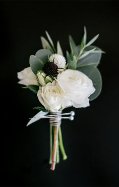 white and greenery wedding boutonniere ideas