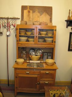 Hoosier with yellow ware Vintage Kitchen Cabinets, Old Cabinets, Old Kitchen, Antique Cabinets, Kitchen Things, Rustic Kitchen, Primitive Kitchen, Primitive Antiques, Country Decor