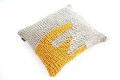 Pillow THUM hand knitted from virgin Merino wool by hjartslag