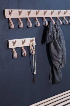 - Granit + Smålands Skinnmanufaktur och Formbruket (Inredningshjälpen) Unbedingt für Tücher in der Garderobe -