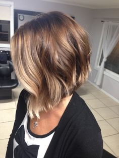 short hair balayage 22 beautiful haircuts for short hair What To Includ Medium Hair Styles, Short Hair Styles, Choppy Bob Hairstyles, Angled Bob Haircuts, Haircuts For Thin Hair, Easy Hairstyles, Wavy Angled Bob, Angled Haircut, Haircut Long