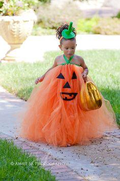 Cutest Halloween Costume - Boutique Style Pumpkin Face OTT Tutu Dress by corrinacreations Halloween Infantil, Soirée Halloween, Holidays Halloween, Halloween Costumes For Kids, Toddler Pumpkin Costume, Toddler Halloween, Pumpkin Faces, Pumpkin Tutu, Halloween Disfraces