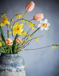 Easter Flowers, Cut Flowers, Pretty Flowers, Beautiful Red Roses, Easter Traditions, Beautiful Flower Arrangements, Ikebana, Happy Easter, Bloom