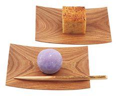 丸ごとのぶどうを白餡と求肥で包んだお菓子「ぶどう餅」。