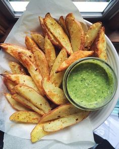 crispy baked fries and pesto dip coolinaria.es crispy baked fries and pesto dip coolinaria. I Love Food, Good Food, Yummy Food, Tasty, Healthy Snacks, Healthy Eating, Healthy Recipes, Easy Snacks, Diet Recipes