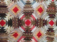 Bizzy Martine: Log cabins in Sainte-Marie-aux-Mines. Closeup of vintage quilt Antique Quilts, Vintage Quilts, Pineapple Quilt Pattern, Log Cabins, Quilt Patterns, Bohemian Rug, Applique, Blanket, Antiques