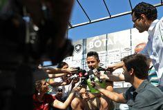 """BotafogoDePrimeira: Artilheiro """"silencioso"""", Canales brinca: """"Não sou ..."""