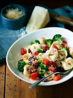 Give your tastebuds a dynamite meal in under 20 minutes with this Firecracker Pasta Salad recipe. Toss Buitoni Three Cheese Tortellini with vegetables like tomatoes, broccoli, bell peppers and olives and then refrigerate. Top with Buitoni Freshly Shredded Parmesan Cheese for an extra flavor!