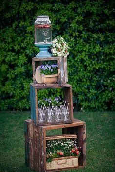 American Wedding Ideas, July wedding drink station ideas, Rustic glass jar table decor for July wedding, Outdoor wood decor for summer wedding www.loveitsomuch.com