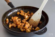 Dit basisrecept voor gekarameliseerde appel is heel handig om te hebben en kan voor verschillende gerechten gebruikt worden