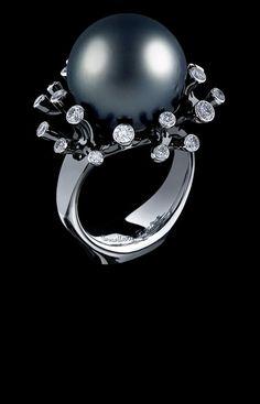 Jewellery Theatre 'Corals' Ring. 18K white gold, 21 diamonds 0,48-0,56 ct, dark pearl (Ø 12,2-12,7)