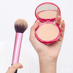 This Multi-task brush from @realtechniquesbeauty and this Healthy Mix Powder from @bourjoisparis is perfect for keeping the shine at bay and for mid-day touch-ups! #NykaaLoves #Bourjois #RealTechniques #Makeup #Beauty #Nykaa