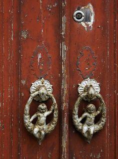 A pair of cherubs at the door