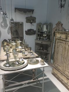 Showroom - Chic Antique