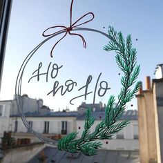 Noëlie | Calligraphique sur Instagram: Ho ho ho ! Suite à ma vidéo d'hier sur le matériel pour écrire sur les vitres et miroir, je vous propose aujourd'hui un tuto et des… Hui, Wreaths, Instagram, Home Decor, Window Glass, Calligraphy, Mirror, Objects, Decoration Home