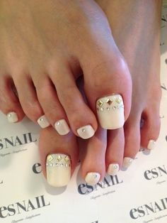 Winter Toe Nail Art Designs & Ideas For Girls 2014 Pretty Toe Nails, Cute Toe Nails, Fancy Nails, Toe Nail Art, Love Nails, My Nails, Glam Nails, Stiletto Nails, Pedicure Designs