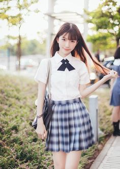 Check out these Japanes theme cosplay characters. Loyal cosplay showing their costumes… it is amazing the costumes that they have come up with. A Weekend of Cosplay At It's Best in Japan!愼 ☼ ριητεrεsτ policies respected. School Girl Japan, School Girl Outfit, Japan Girl, Cute School Uniforms, School Uniform Girls, Girls Uniforms, High School Girls, Beautiful Japanese Girl, Beautiful Asian Women