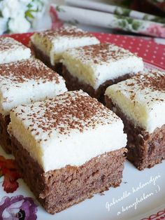 Krémes tejbegríz szelet Dessert Cake Recipes, Dessert Bars, Cookie Recipes, Hungarian Desserts, Hungarian Recipes, Clean Eating Sweets, Eat Dessert First, Winter Food, Sweet Recipes