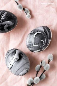 Egg Crafts, Easter Crafts, Easter Gift, Happy Easter, Polish Easter, Marshmallow Peeps, Diy Ostern, Easter Table Decorations, Egg Designs
