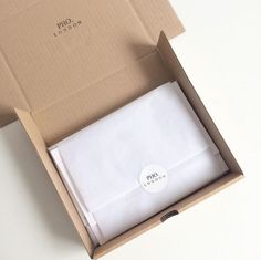 An elegant & chique way to wrap your webshop orders. Pho. London