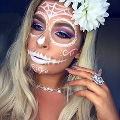 Simple sugar skull ☠️ #pearls #skull #sugarskull #halloweenmakeup #flowers #blonde #motd #halloween #bbdaretoshare #makeupaddict
